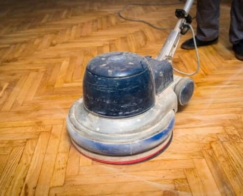 Polish parquet with polishing machine/blocker