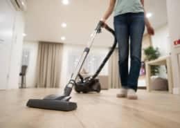 Vinyl floor vacuum cleaner