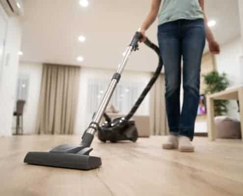 Vinyl floor vacuum cleaner