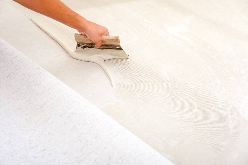 Vinyl floor ingess to tiles